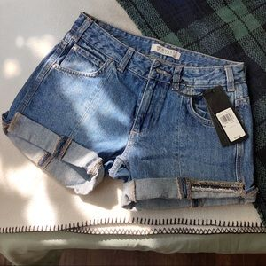 Guess Straight Slouch Cut off Shorts NWT